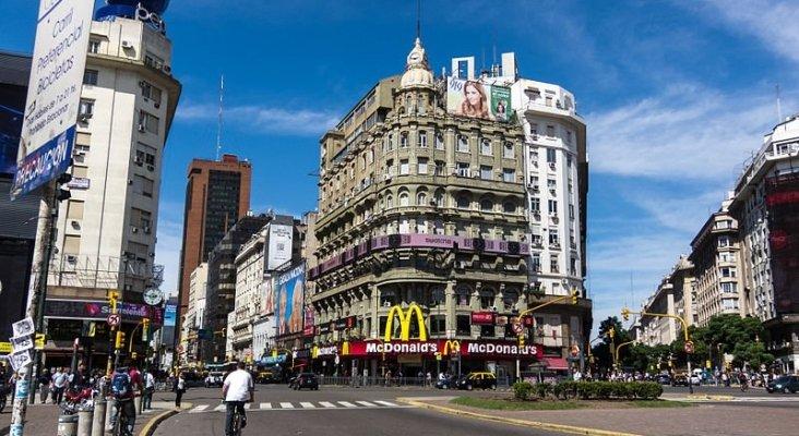 800px Buenos Aires   Corrientes y Nueve de Julio   20130312 144552